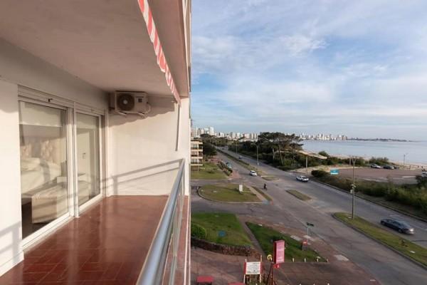 apartamento con vista al mar de 1 dorm. playa mansa, punta del este - dbp54567a