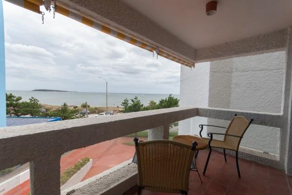 punta del este, playa mansa, departamento de 2 dormitorios con terraza, vista al mar. - dbp1706a